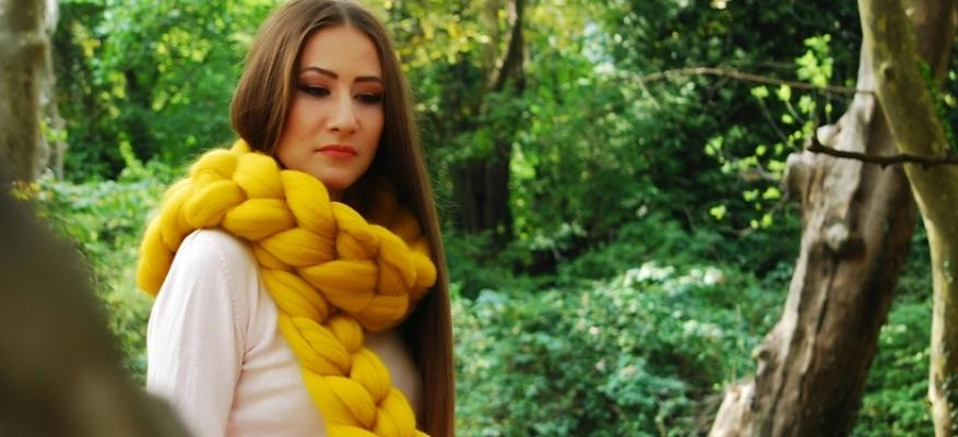 How to wear this Winters trend chunky knit scarves